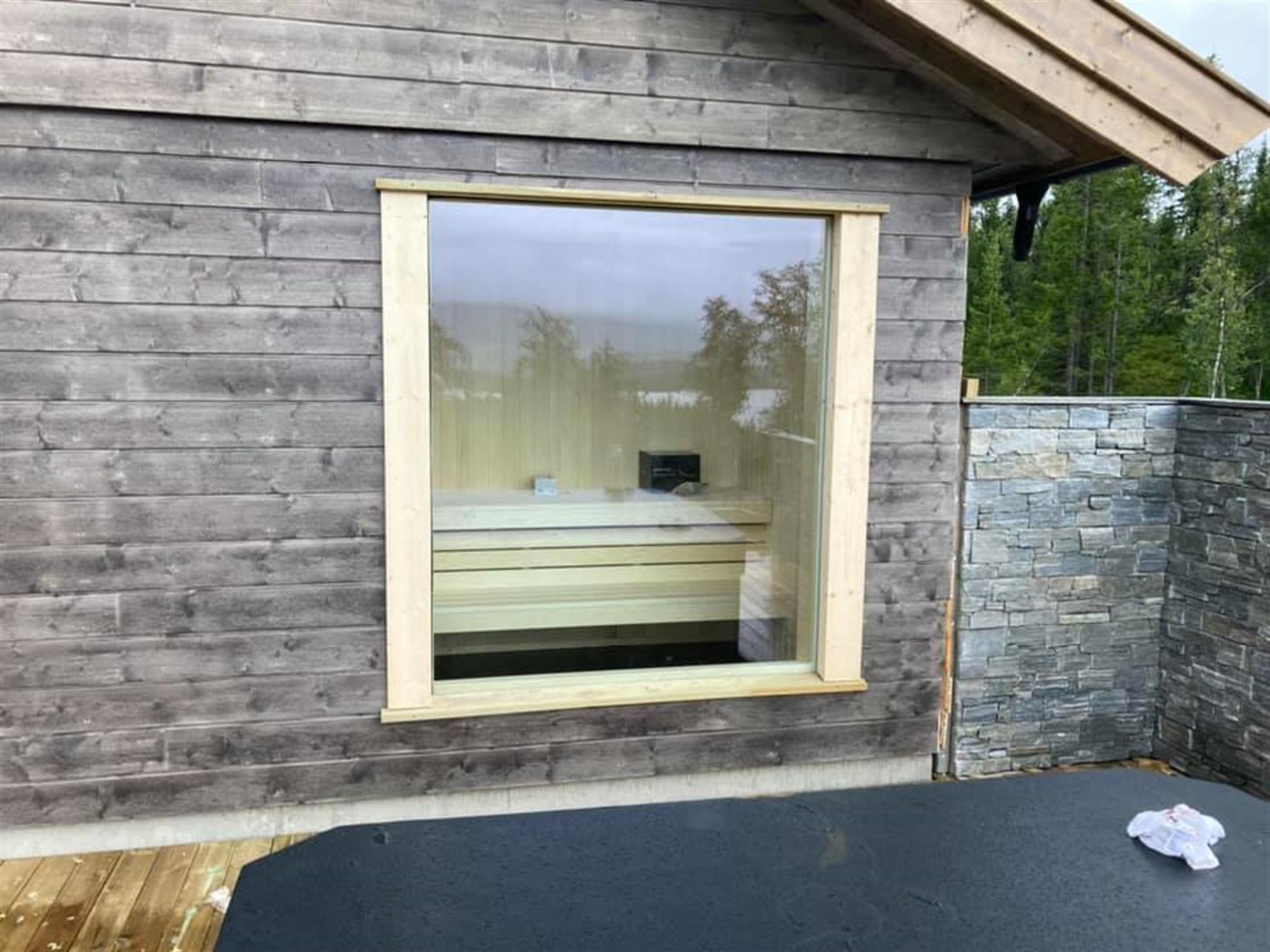 Badstue med stort vindu