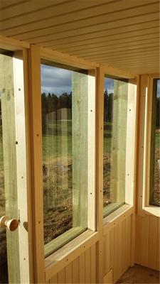 Badstue med vinduer og utsikt