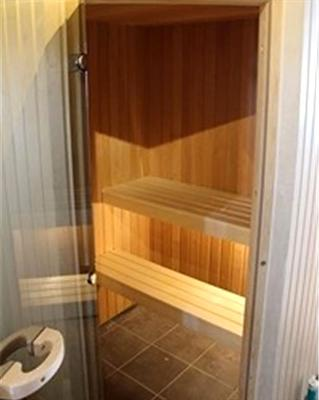 Badstue med åpne benker